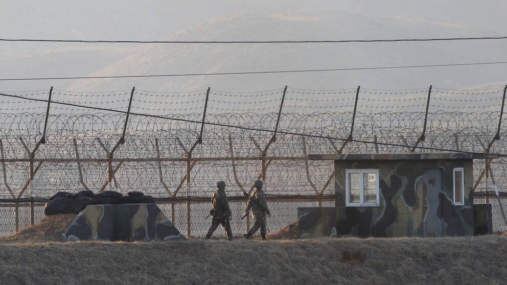 Sydkorenska soldater vid gränsen mot Nordkorea.
