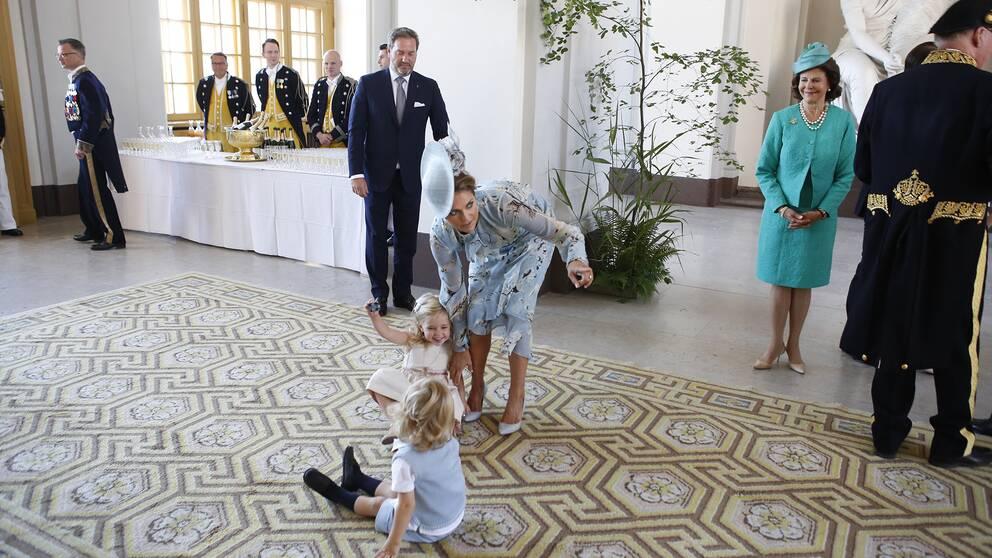 Prinsessan MAdeleine med barnen prinsessan Leonore och prins Oscar vid mottagningen på Logården.
