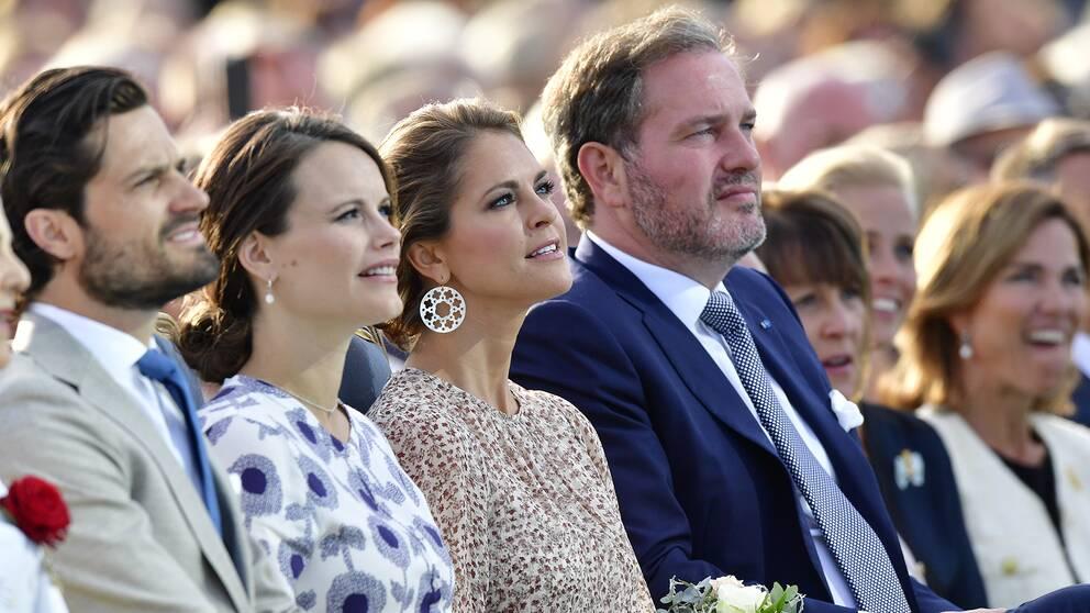 Fr v: Prins Carl Philip, prinsessan Sofia, prinsessan Madeleine och herr Christopher O'Neill