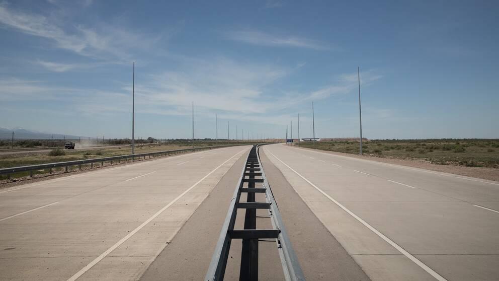 Här byggs den nya Europavägen som ska gå genom Kazakstan.