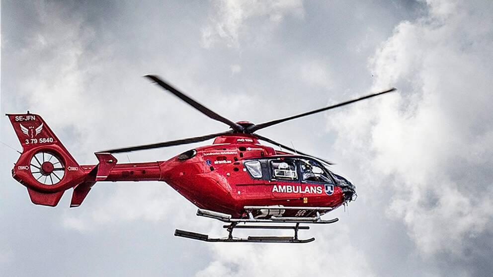 ambulanshelikopter helikopter