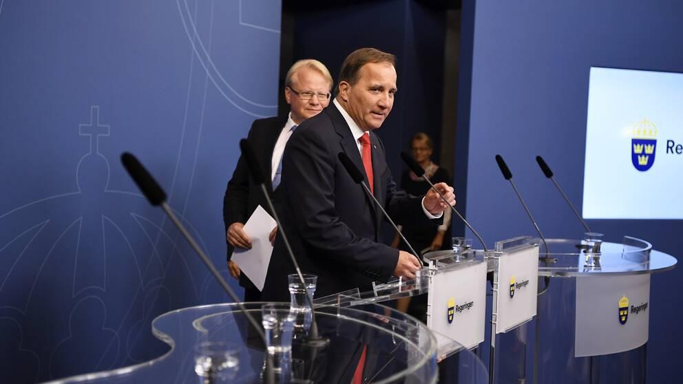 tatsminister Stefan Löfven meddelade om regeringsombildning när han mötte pressen på torsdagen.