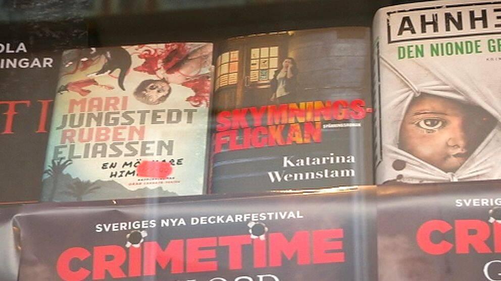 Skyltfönster med böcker i anslutning till Crimetime på Gotland.