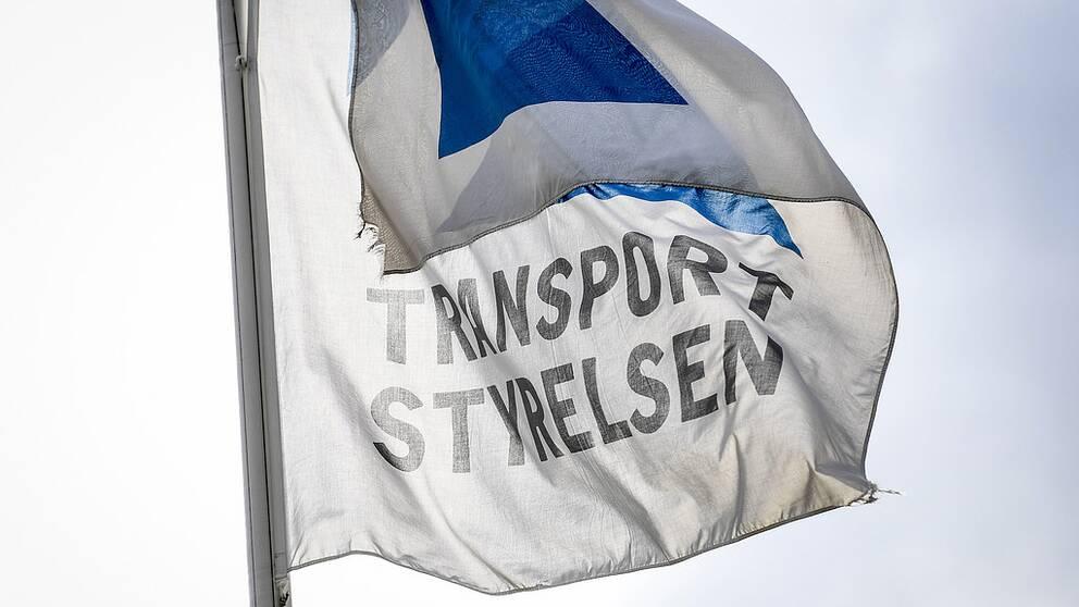 Flagga med Transportstyrelsens logga.