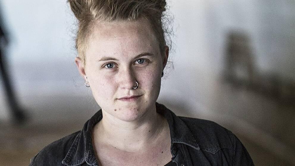 Emelie Mire Åsells är RFSL:s talesperson i transfrågor samt ledamot i RFSL:s förbundsstyrelse.