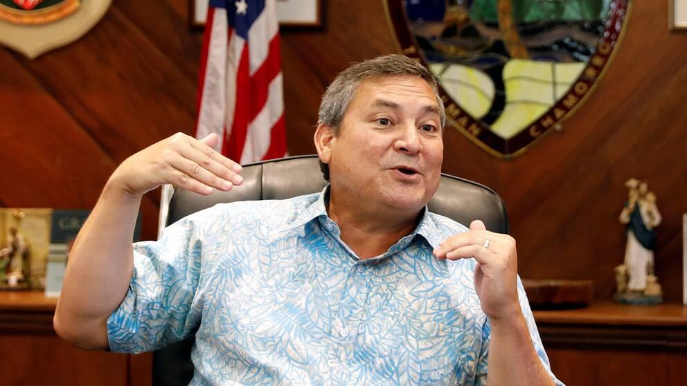 Guams guvernör Eddie Calvo försöker lugna befolkningen att det inte finns ett militärt hot mot ön.