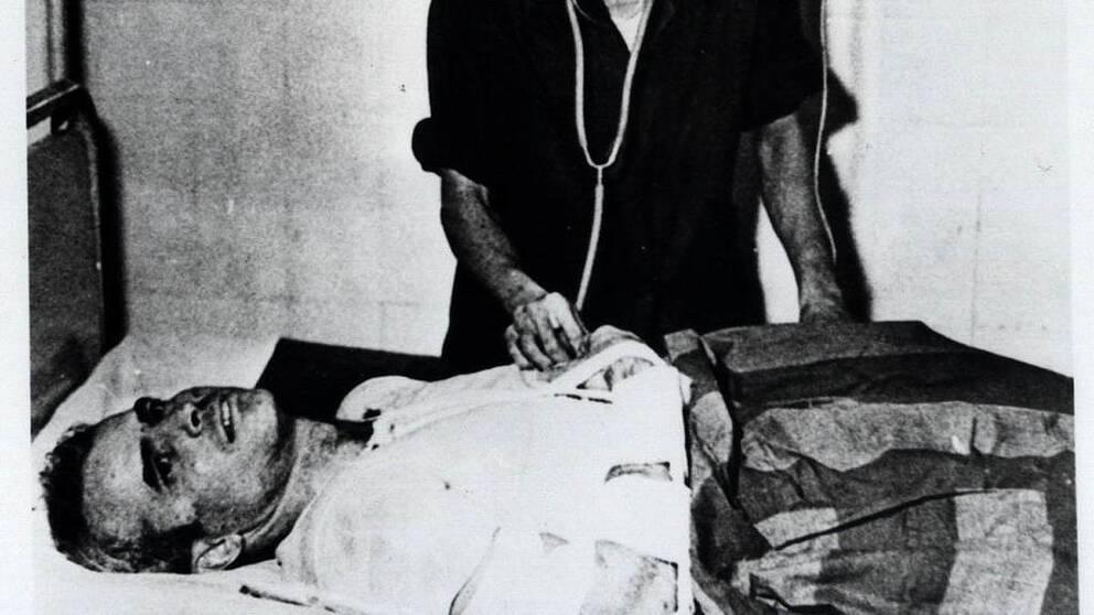 McCain ligger ner och får vård