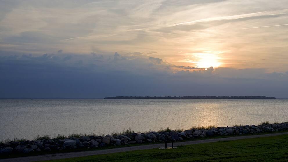 Exempel på varmfront, i det här fallet på väg in västerifrån. Bilden är tagen i Hjälarp, västra Skåne.