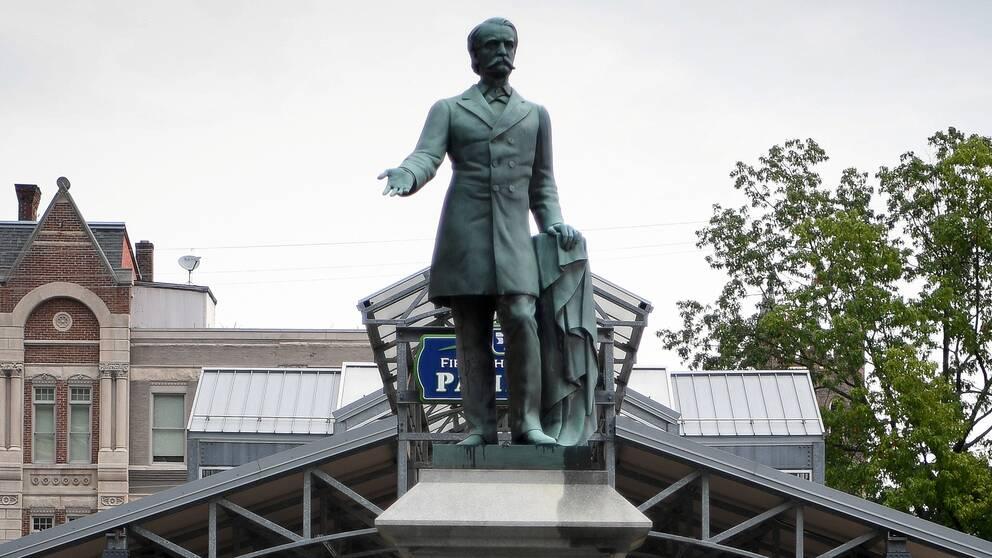 En staty av förre vicepresidenten och sydstatsgeneralen John Cabell i Lexington, Kentucky.