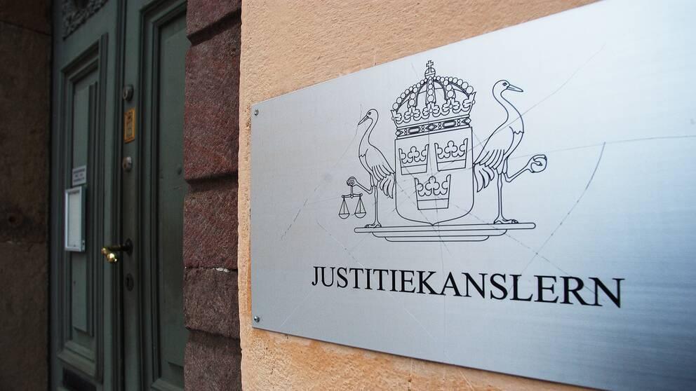 Bild på skylten som hör till Justitiekanslerns kontor.