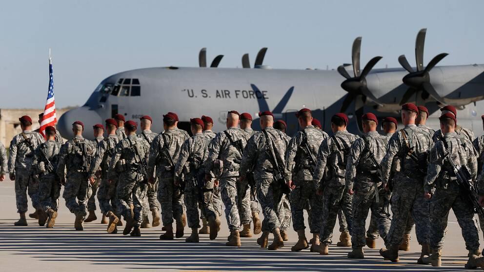 Fem militäranställda startar nu en rättsprocess mot Trumps direktiv att förbjuda transpersoner i armén.