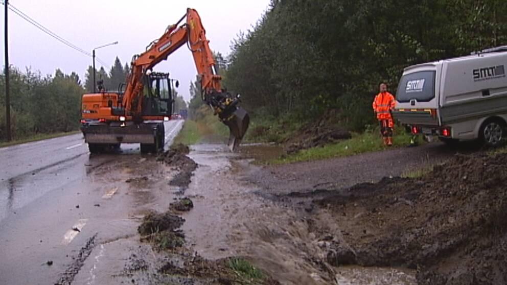 Efter mycket regn svämmade det över på E14 vid Kolsta väster om Sundsvall den 18 september.