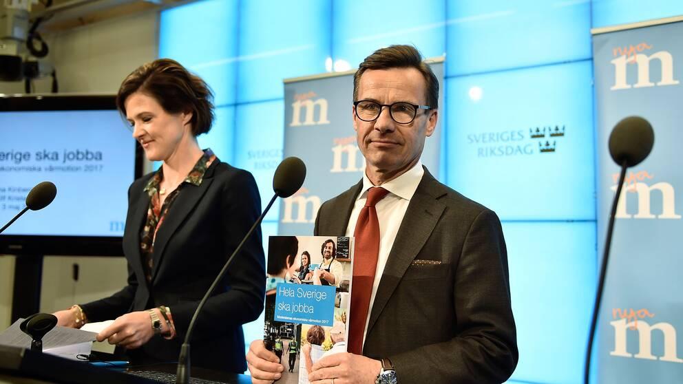 Anna Kinberg Batra (M) och Ulf Kristersson (M) på en presskonferens.