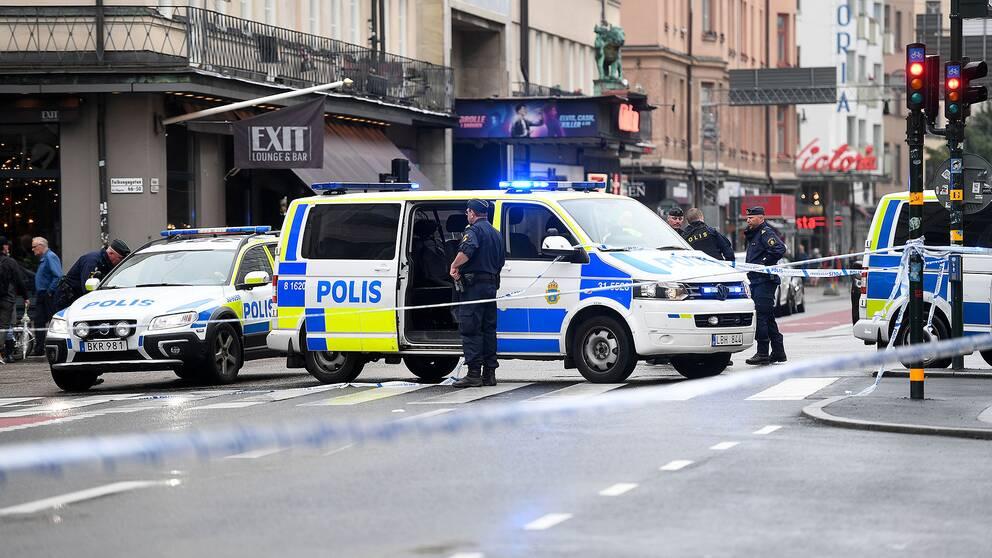 Polisavspärrning efter knivattacken vid Medborgarplatsen