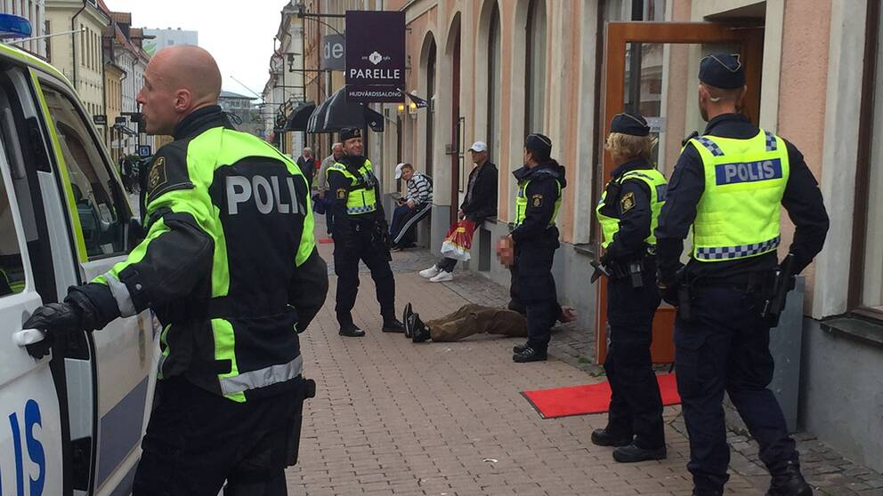 Fem personer omhändertogs under ett bråk i samband med Prideparaden i Kalmar. En man är gripen misstänkt för våld mot tjänsteman.