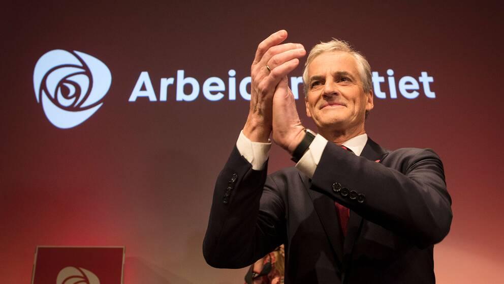 Jonas Gahr Støer, Arbeiderpartiets ledare applåderar sina valarbetare