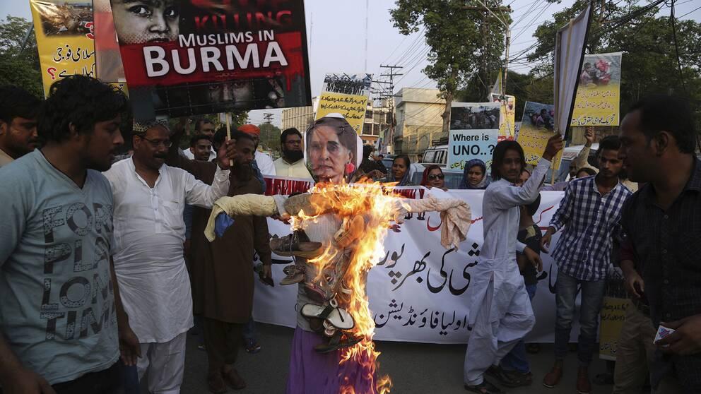 Hundratusentals i pakistan utan hjalp
