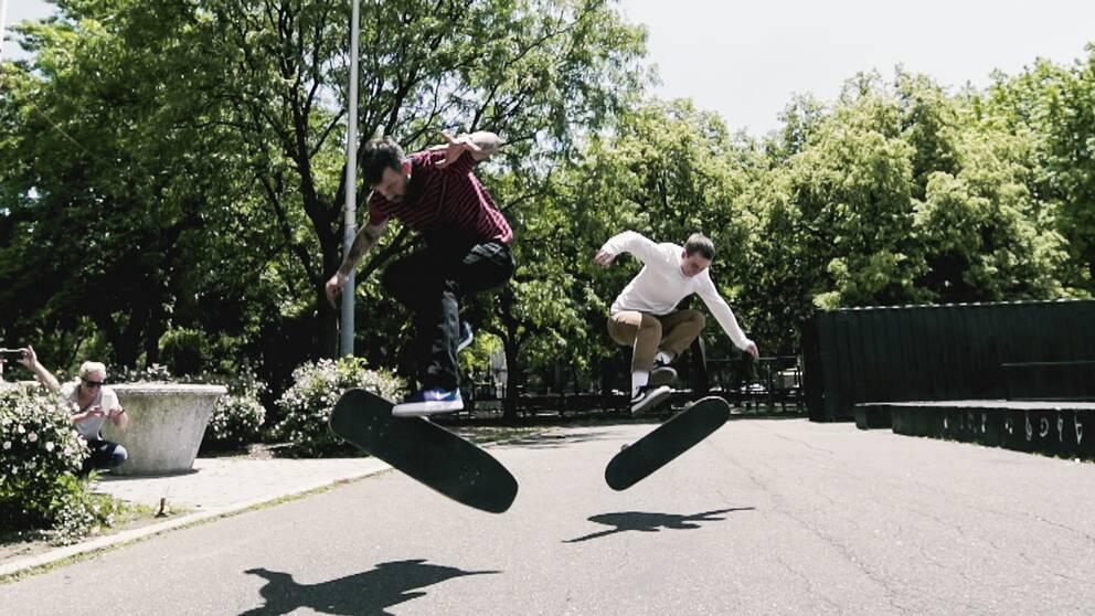 Brian Anderson & Lacey Baker är skateboardproffs.