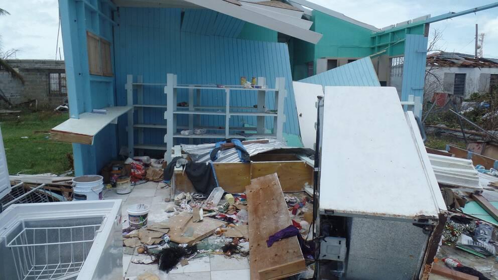 Ett hus och ruiner i staden Cadrington på Barbuda efter stormen.