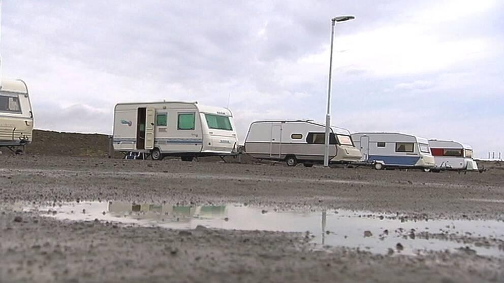 Tidigare har de nyalända varit förpassade till bland annat boende i husvagnar.