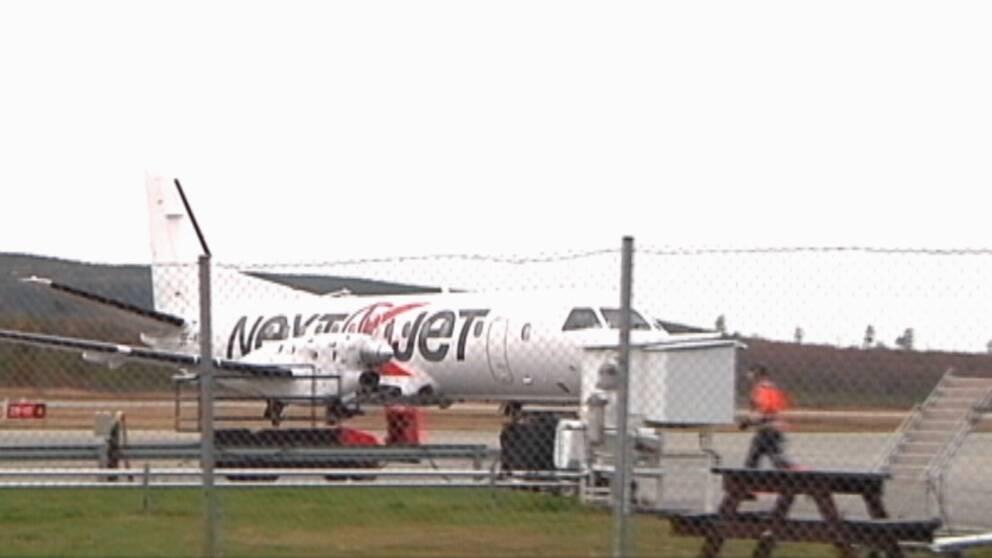 flygplan märkt Nextjet på landningsbana