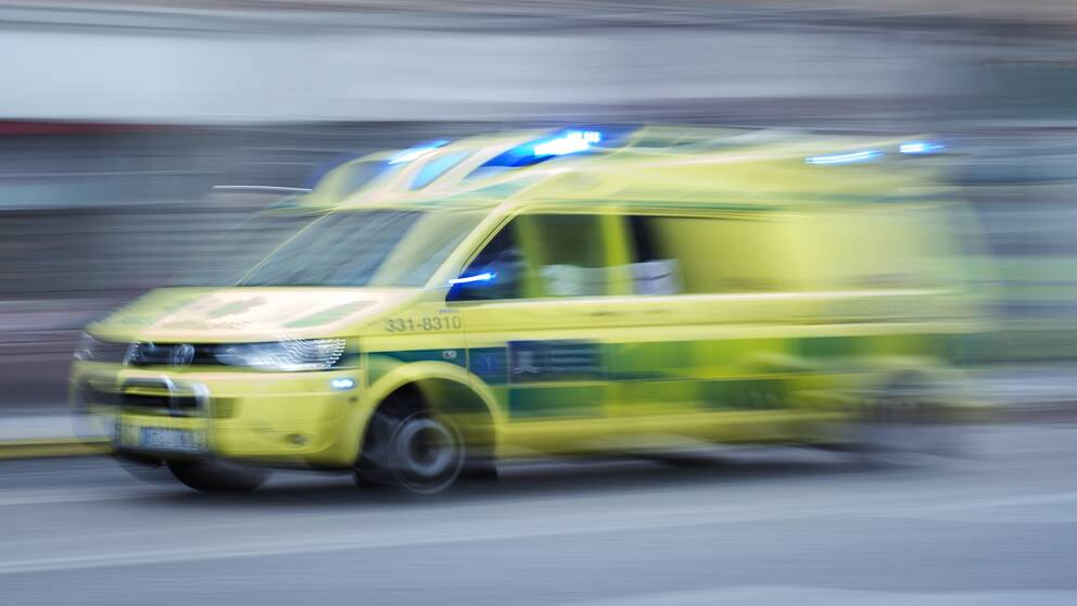 Ambulansfordon under utryckning