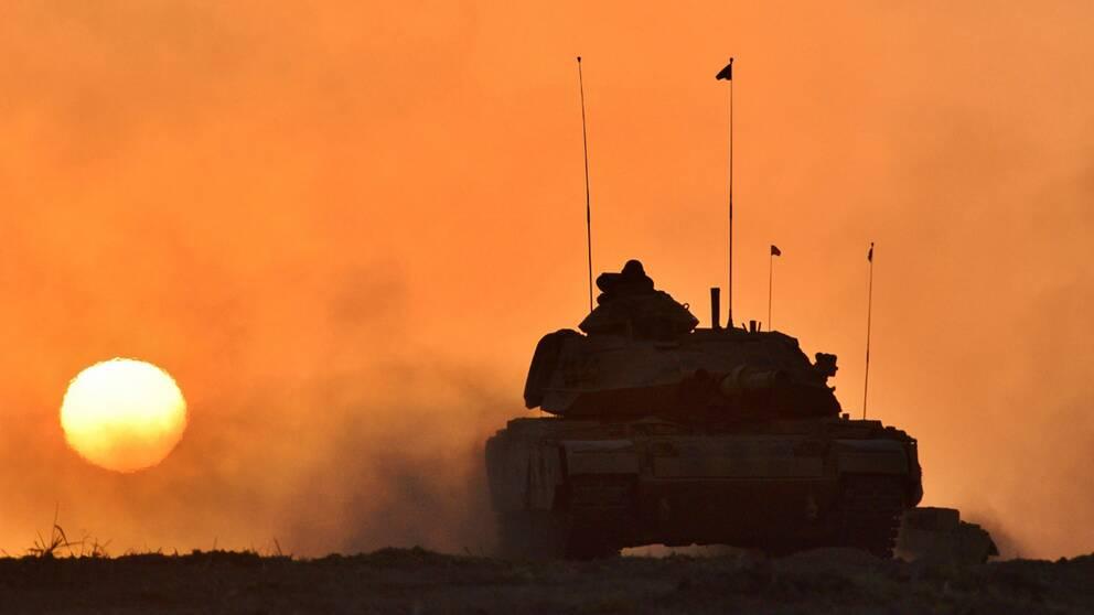 En turkisk stridsvagn vid gränsen mot irakiska Kurdistan.