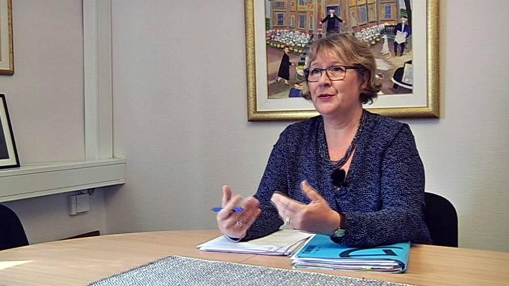 Alis advokat, Pia Lindström.