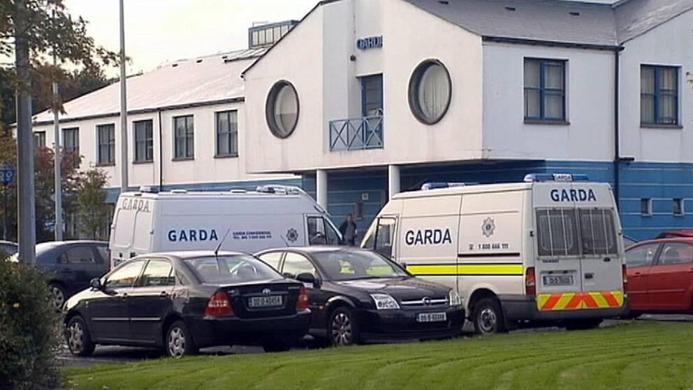 Hit, till Tallaght Garda station i Dublin, togs den blonda blåögda 7-åringen efter att hon tagits från en romsk familj på Irland.