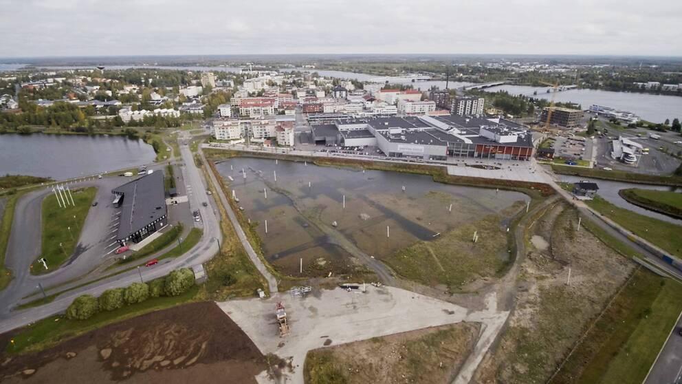Storslagna löften från en entreprenör fick Haparanda kommun att hoppas på hundratals nya arbetstillfällen. Men av det som kallats det största byggprojektet norr om Stockholm återstår i dag bara en grusgrop.