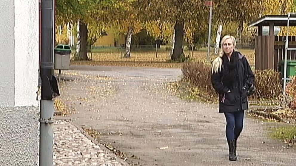 42-åriga Nina Törnström kämpar för en behandling av sin livshotade spridda äggstockscancer.