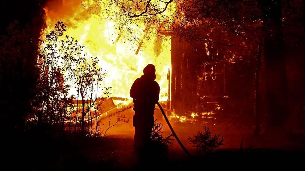En villa brann ner i Olivehult utanför Borensberg