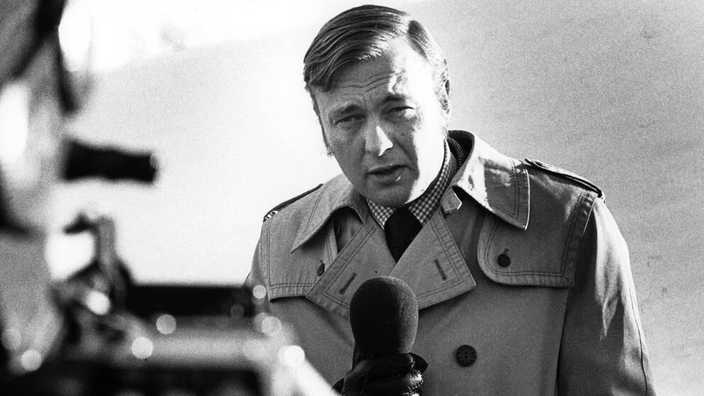 Journalisten Bo Holmström på fältet.