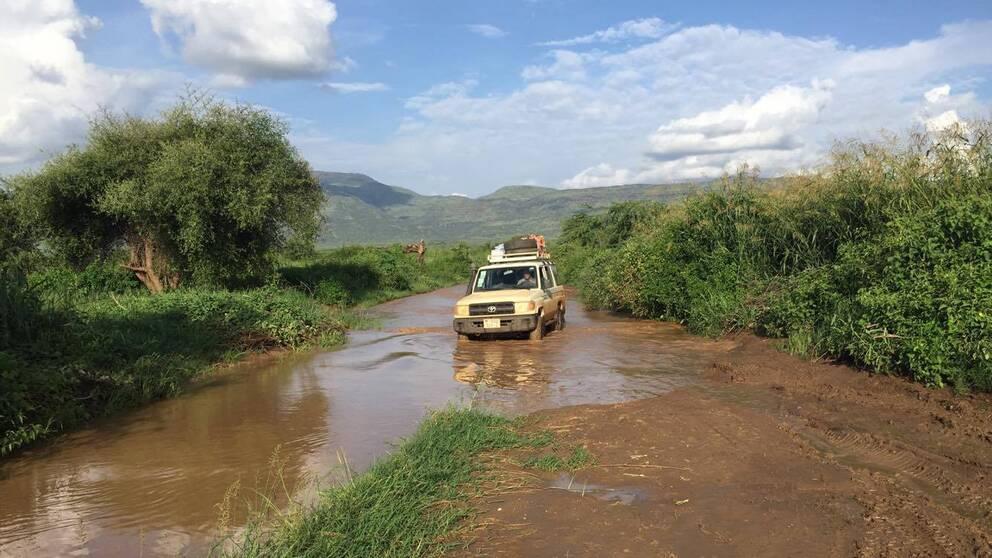 En vattendränkt väg mellan Kenya och Sydsudan.
