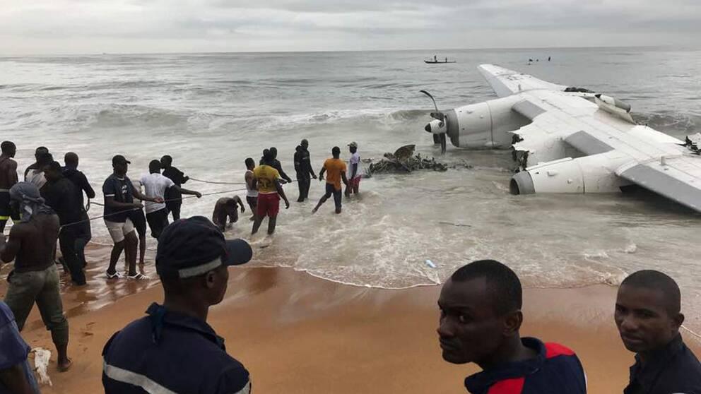 Flygplan stortat vid gransen