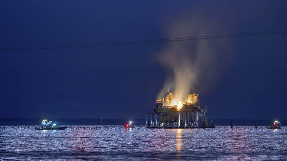 En svart brannskadad vid explosion
