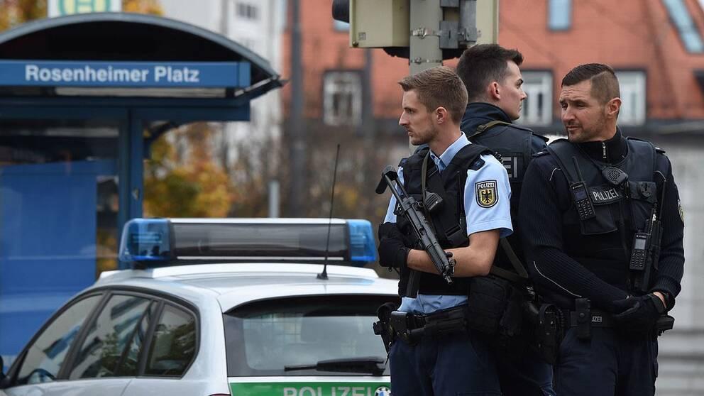 Enligt polisen har person gripits, men det är ännu oklart om mannen kan kopplas till dådet.