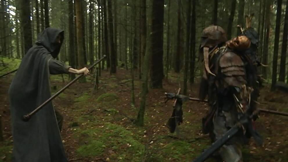 SVT:s alvreporter hamnar i konfrontation med ett gäng argsinta orcher.