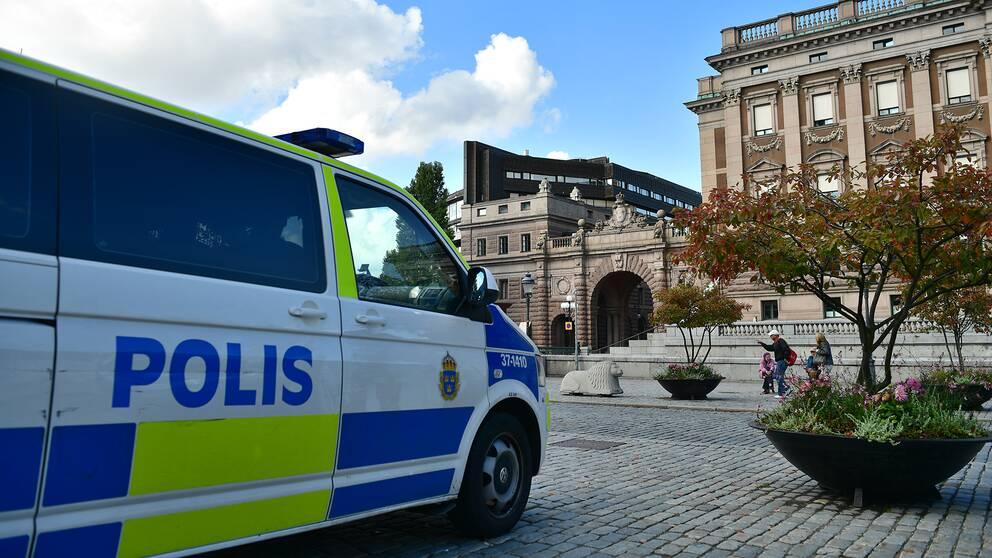 En polisbil utanför Rosenbad i Stockholm.