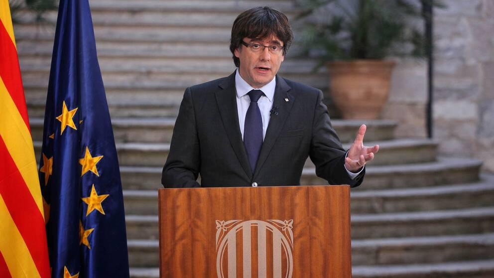 Kataloniens avsatte regionpresident Carles Puigdemont i ett tv-sänt tal i Girona på lördagen.