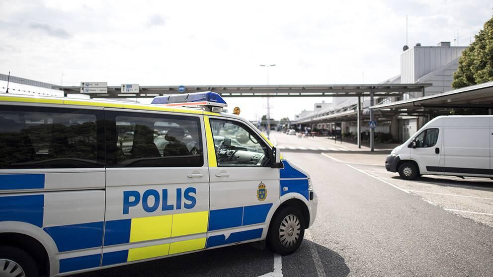 Passagerare stoppade utvisning pa plan