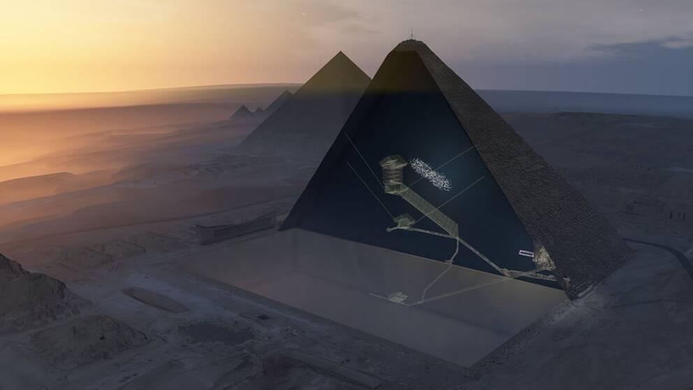 Genom att använda sig av myoner, små partiklar med förmåga att tränga genom sten, har forskarna upptäckt ett stort hålrum inuti Cheopspyramiden.