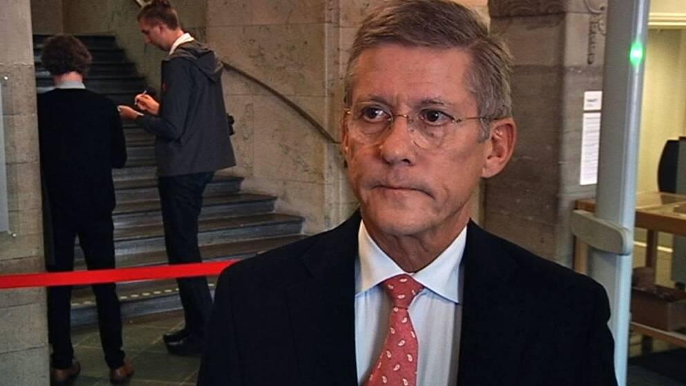 Lars Engstrand, advokat, försvarar den 29-årige affärsmannen.