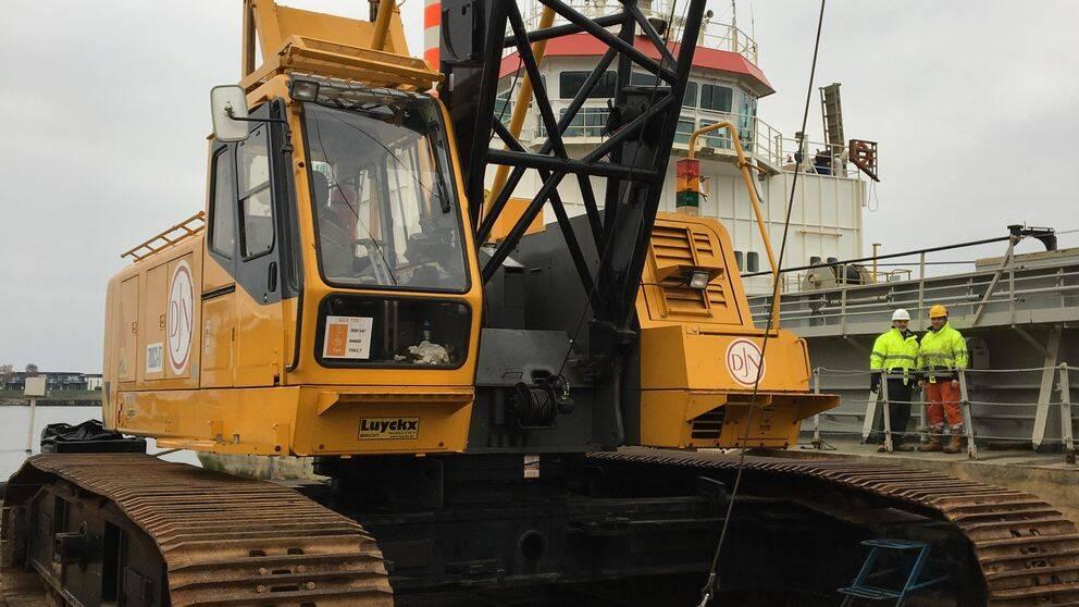 En del av utrustningen som krävs när muddermassan ska fraktas från båten till land.
