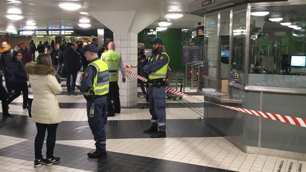 Resenärer hänvisas till andra stationer efter att Citybanan stängdes.