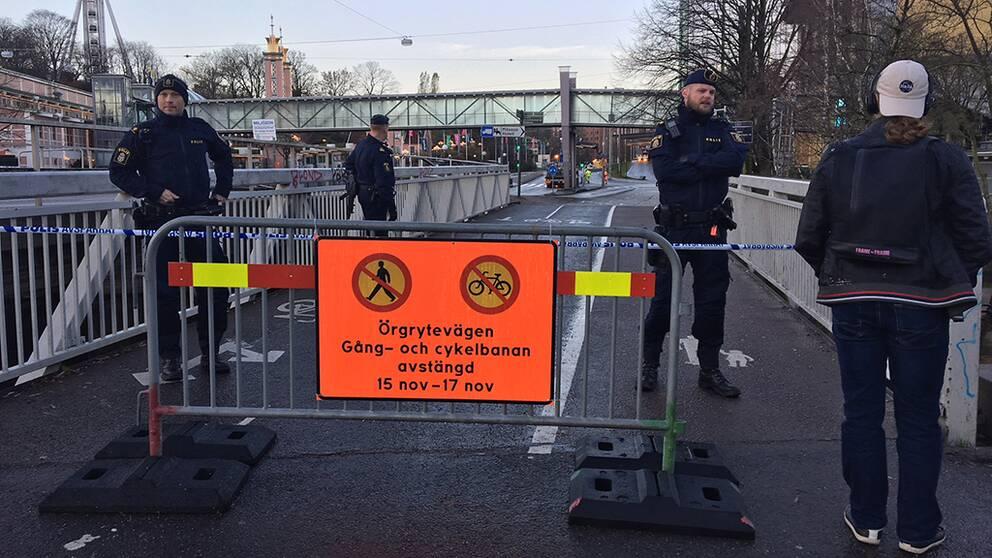 Örgrytevägen är avspärrad vid Gothia Towers sedan onsdagsmorgonen. Något fotgängare och cyklister nu märkt av.