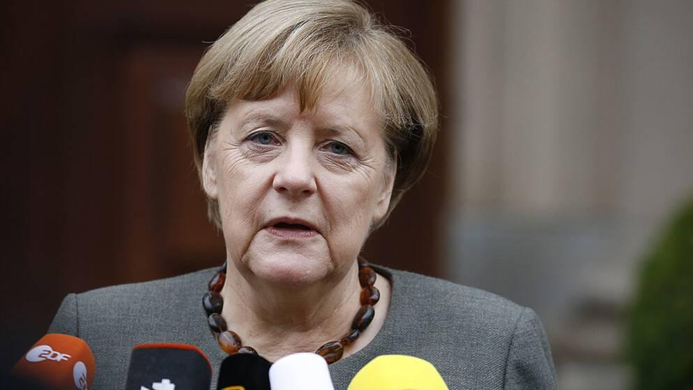 Förbundskansler Angela Merkel försöker få koalitionspartierna att komma överens om en gemensam plattform.