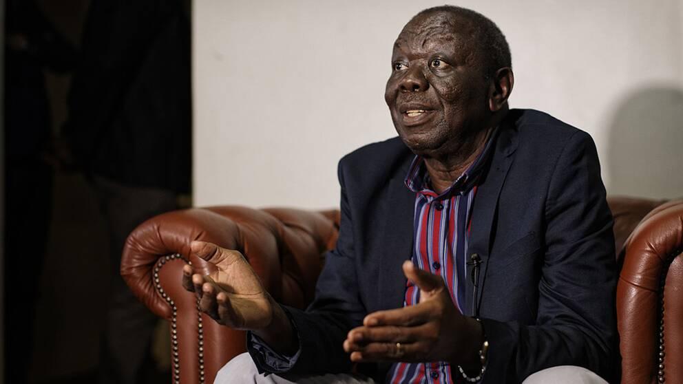 Den cancersjuke oppositionsledaren Morgan Tsvangirai har återvänt från Sydafrika till Zimbabwe. Han kräver att Mugabe avgår och att fria val utlyses.