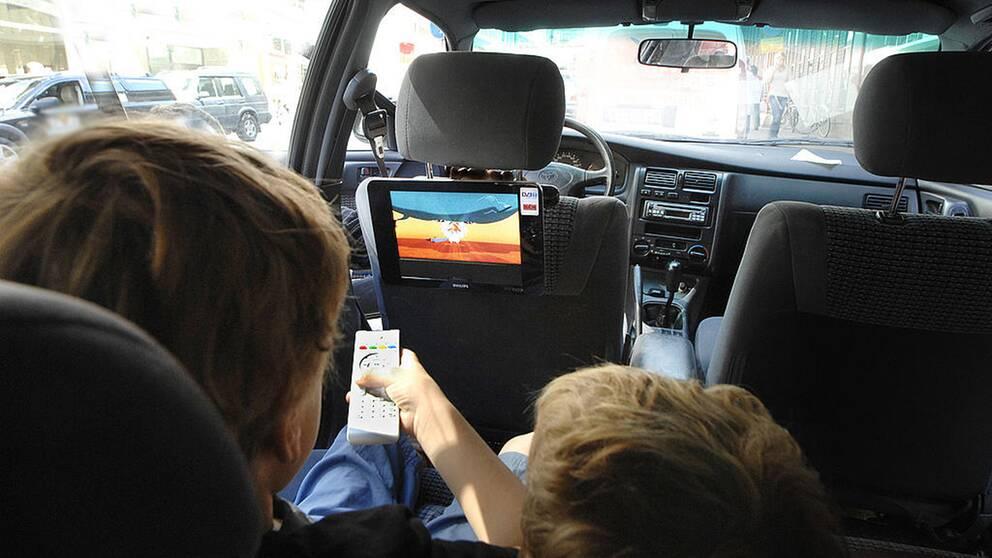 Rattfull med barnen i bilen