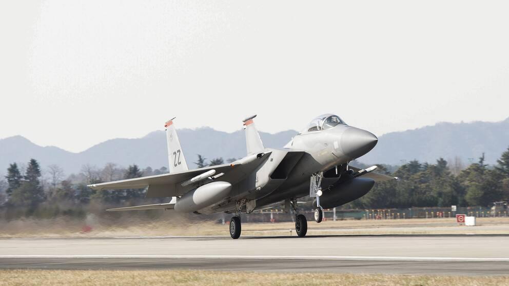 Ett amerikanskt stridflygplan lyfter från flygbasen Gwangju i Sydkorea.